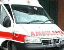Tenta di uccidersi inalando gas di scarico dell'auto, salvato in extremis