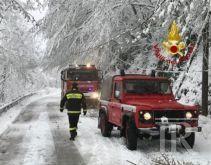 Disagi per la neve, soccorsi diversi automobilisti e due alpinisti in quota