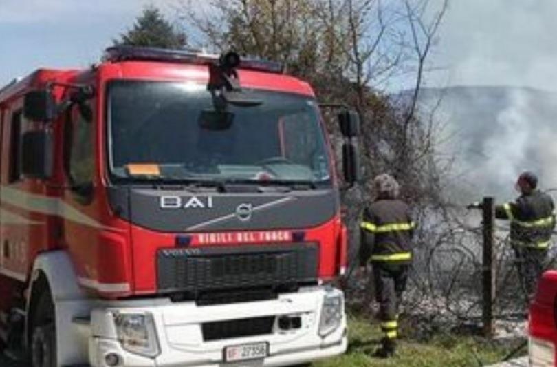 Raid incendiario nei boschi di Aiello del Sabato. È il quarto nel giro di poche settimane