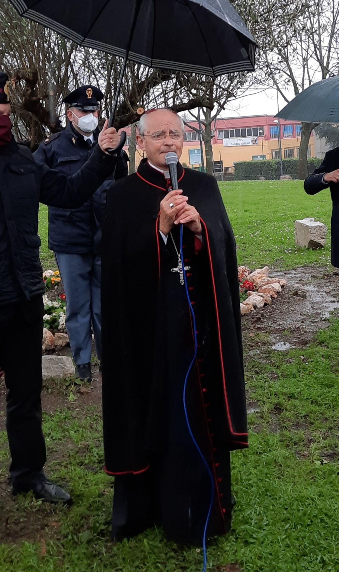 """Omicidio al Corso, il vescovo Aiello: """"Il sangue sulla città invoca prepotente un'alleanza educativa che veda impegnati tutti"""""""
