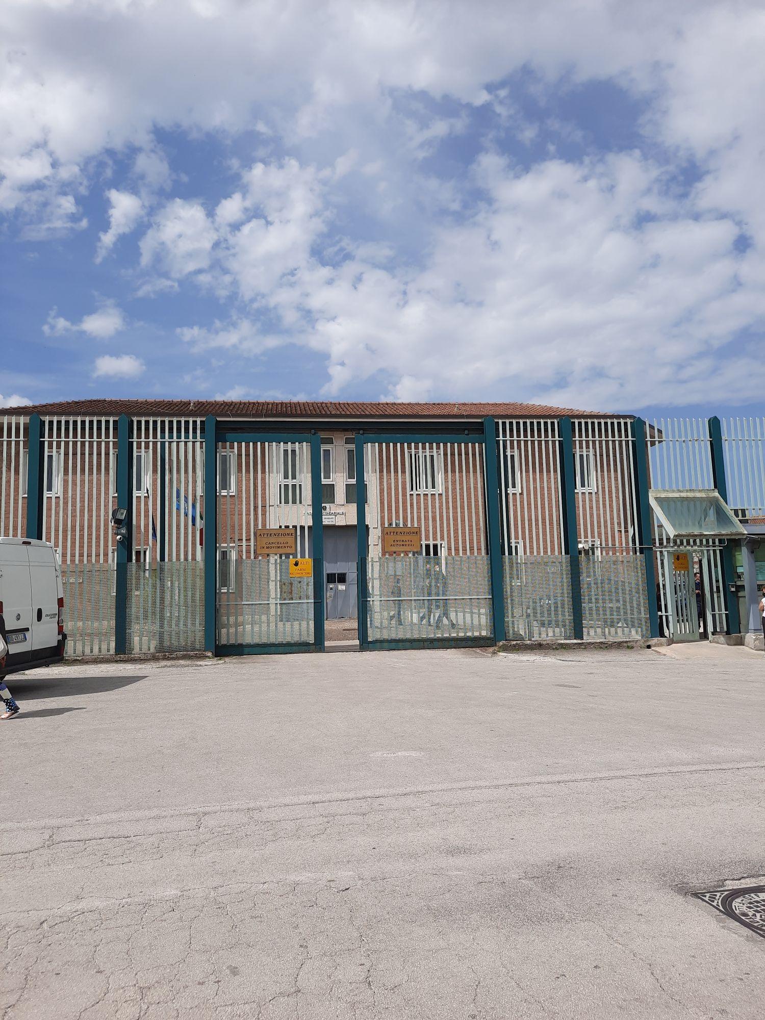 Droga e scheda sim in una lettera a un detenuto del carcere di Bellizzi Irpino