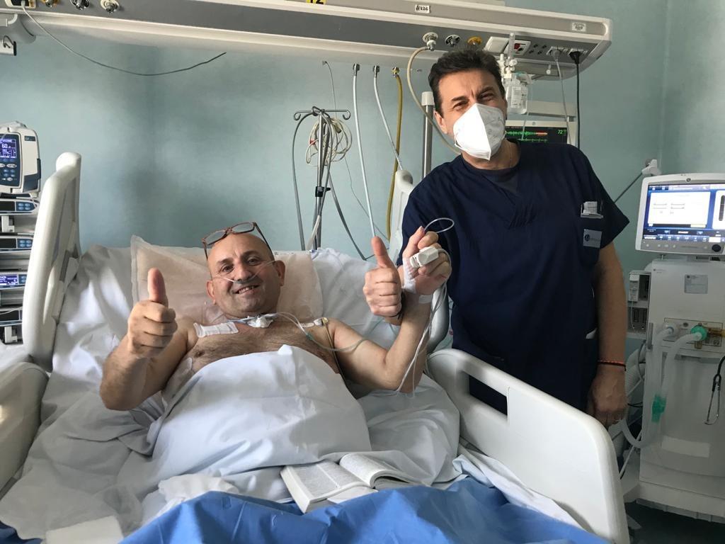 Ospedale Moscati, momenti di gioia nella terapia intensiva: due pazienti lasciano il reparto Covid