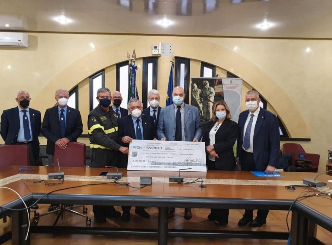 Calendario dei Vigili del Fuoco, raccolti 10mila per l'Unicef