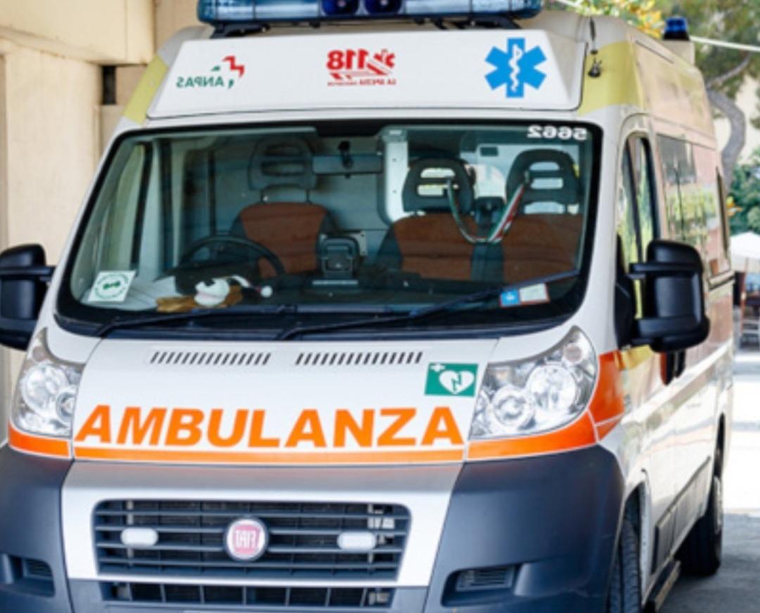 Avellino, tamponato in sella alla Vespa: ferito giovane