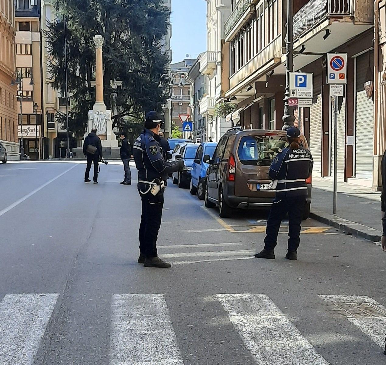 Lotta ai furbetti del sacchetto, beccati e sanzionati per 600 euro