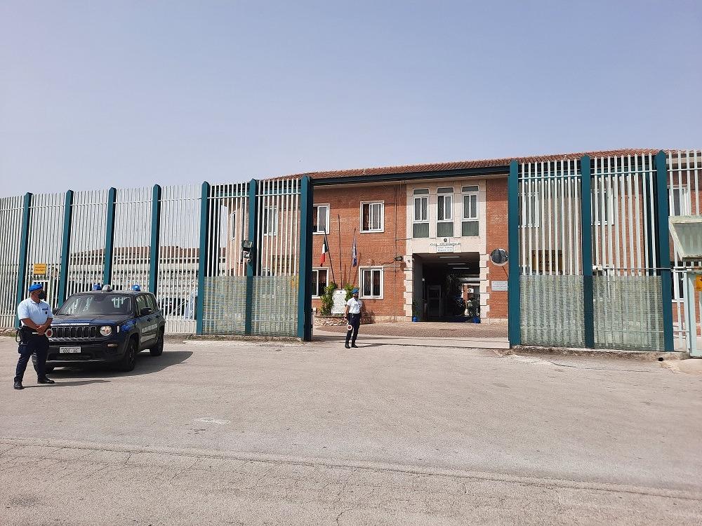 Tensioni nelle carceri irpine, aggressioni agli agenti e proteste