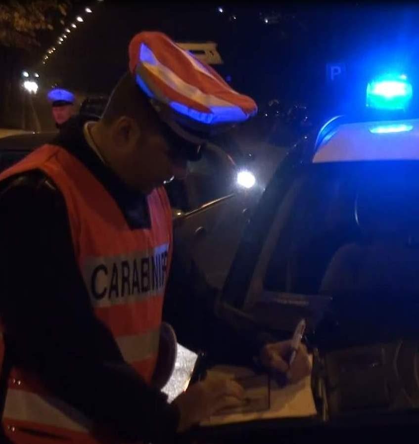 Monteforte Irpino: ubriaco aggredisce i passanti e minaccia i carabinieri