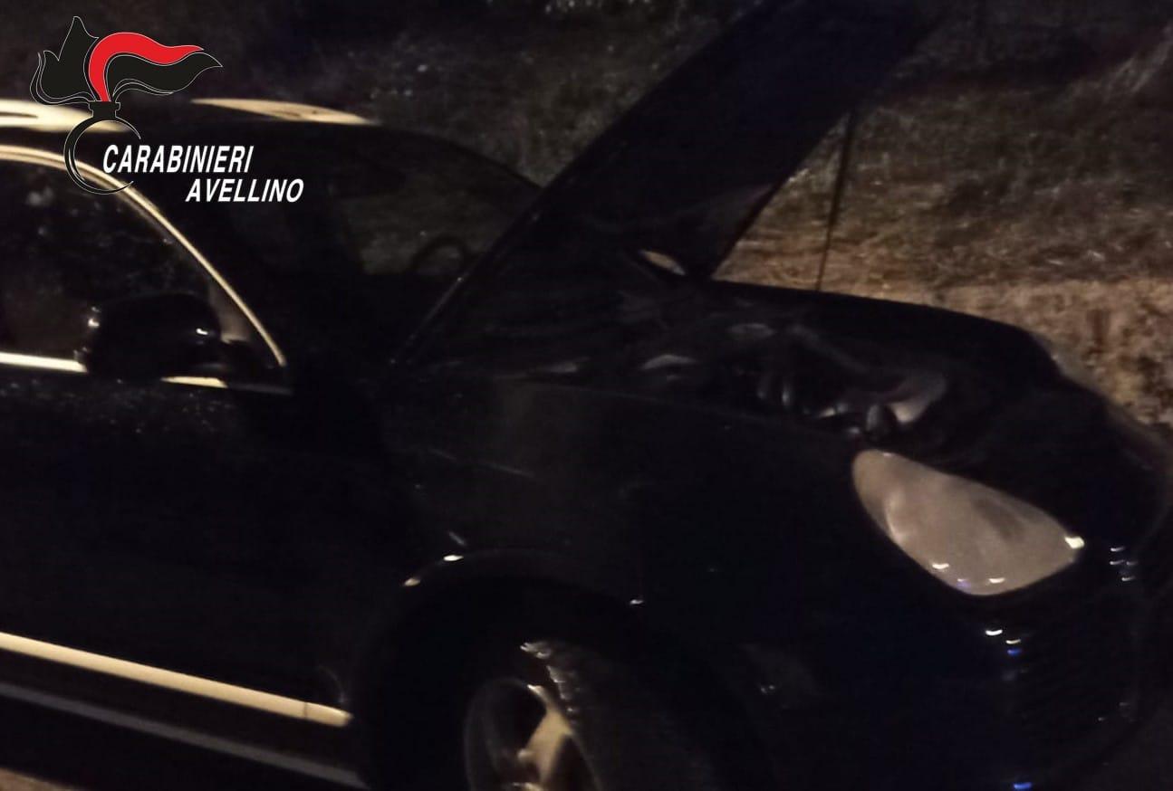 Pratola Serra, incendiata una Porsche: avviate le indagini
