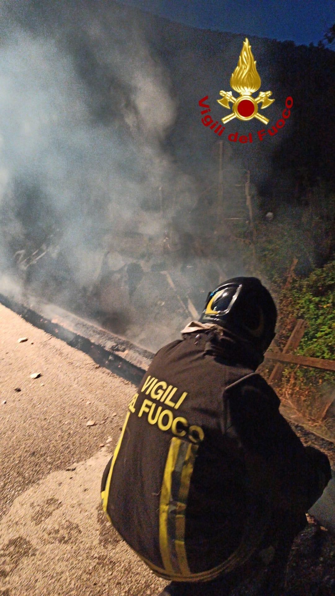 Brucia il ponte e crolla, tragedia sfiorata a Serino