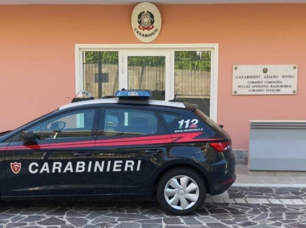 Raid nelle abitazioni di Ariano Irpino, svaligiate tre villette. Fermato un 40enne con un coltello